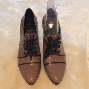 NWOT - Tahari Shoes